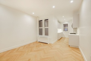 STUNNING ** TWO BEDROOM ** PARK SLOPE